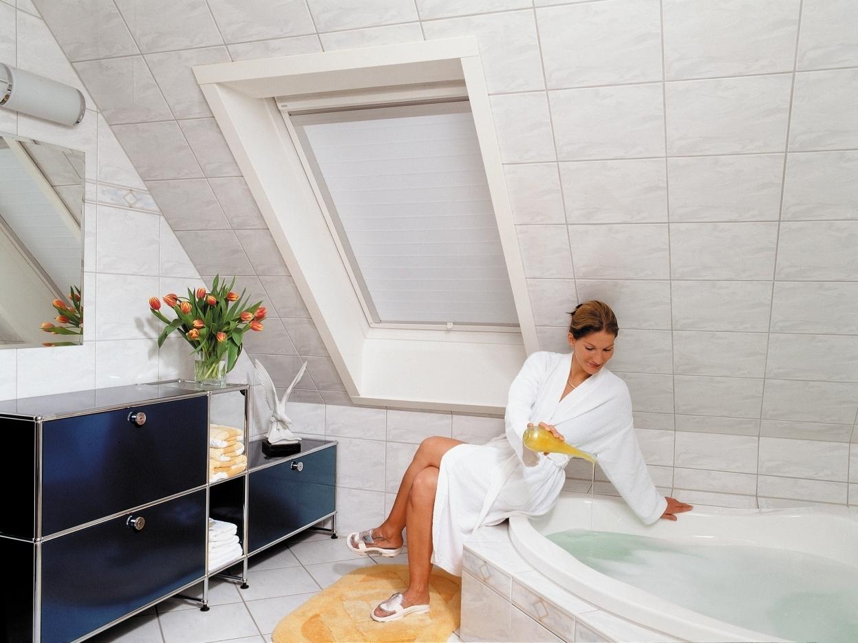 fensterdekoration f r dachfenster. Black Bedroom Furniture Sets. Home Design Ideas