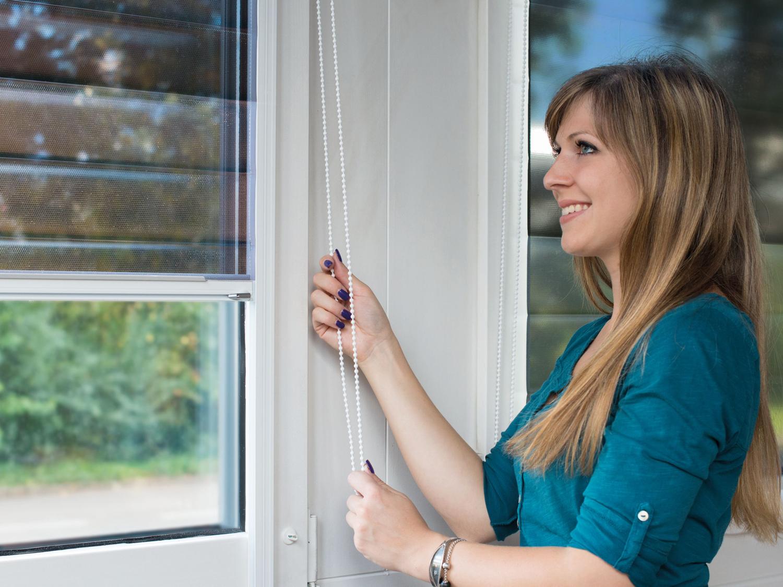 hitzeschutz fenster hitzeschutz f r dachfenster innen au en. Black Bedroom Furniture Sets. Home Design Ideas